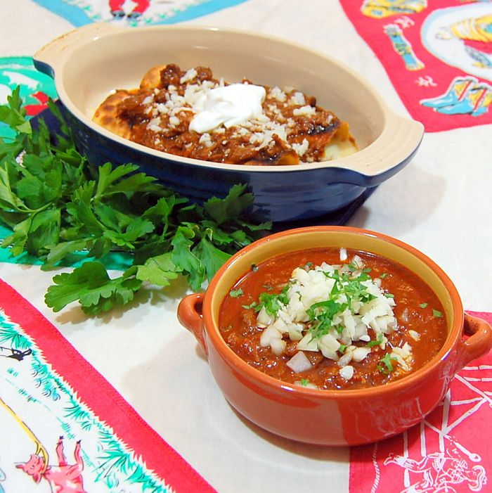 Texas Chili Means NO BEANS - Its Not Easy Eating Green